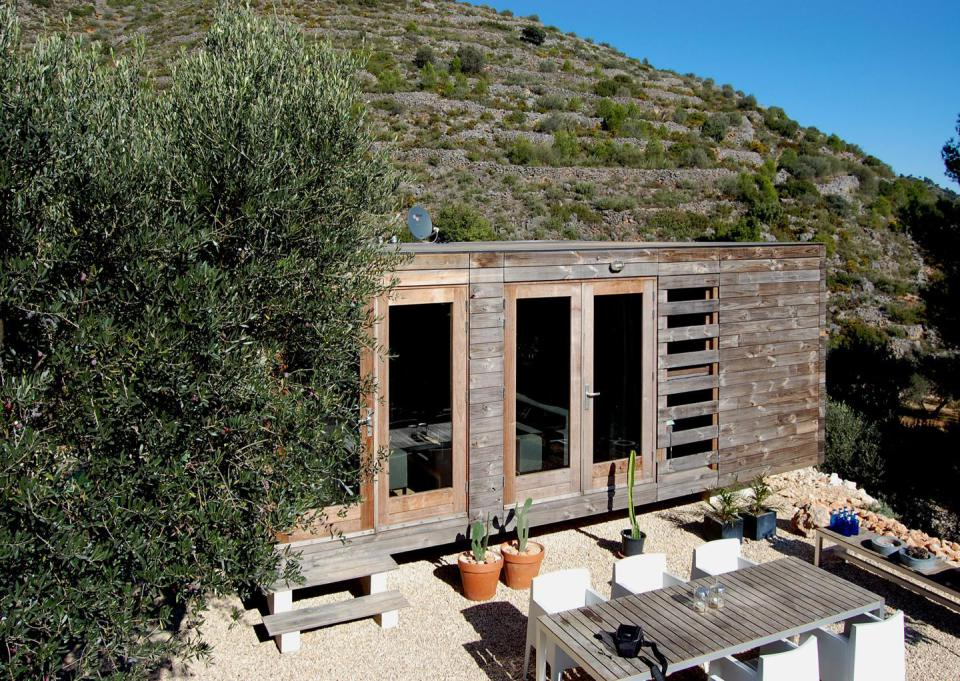 small wooden compact house in spain (3)