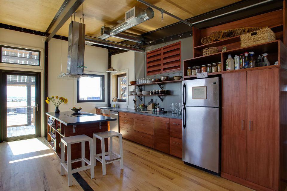 solar energy small wooden house cool idea (12)