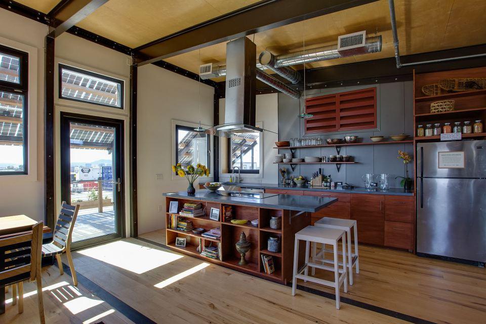 solar energy small wooden house cool idea (17)