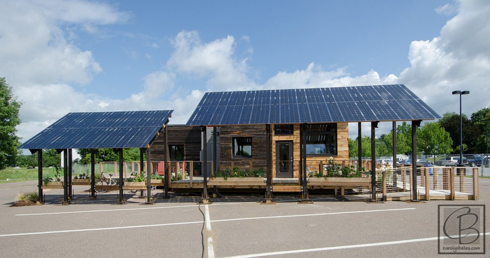 solar energy small wooden house cool idea (21)