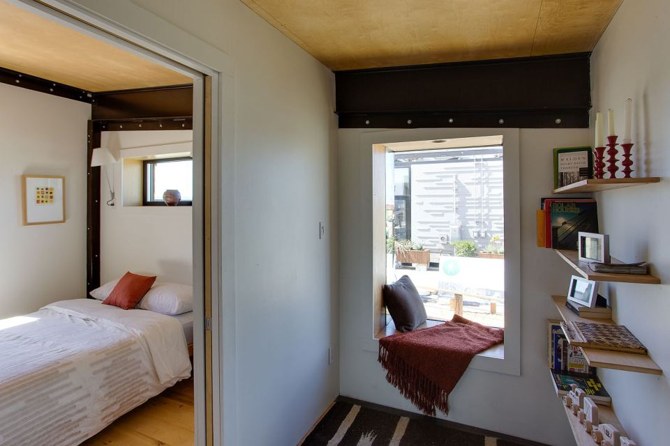solar energy small wooden house cool idea (23)