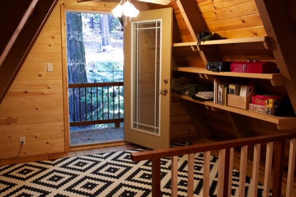 tiny-a-frame-cabin-in-the-woods-006