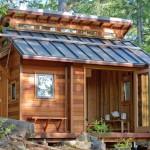 แบบบ้านชั้นครึ่งทรงกระท่อมไม้ขนาดเล็ก เพื่อการพักผ่อนสบาย ในบรรยากาศร่มรื่น