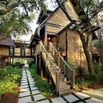 บ้านไม้แบบวิลล่าขนาดใหญ่ ตกแต่งในสไตล์ธรรมชาติ เพื่อคนชอบบรรยากาศปลอดโปร่ง