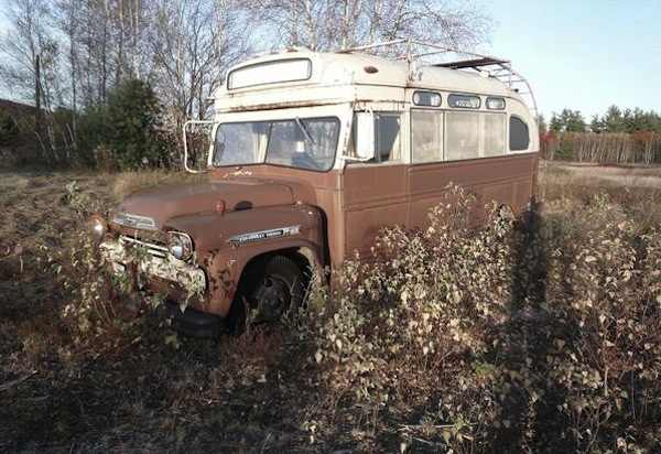 viking-short-bus-conversion-turned-to-cabin-on-wheels-by-winkarch-003