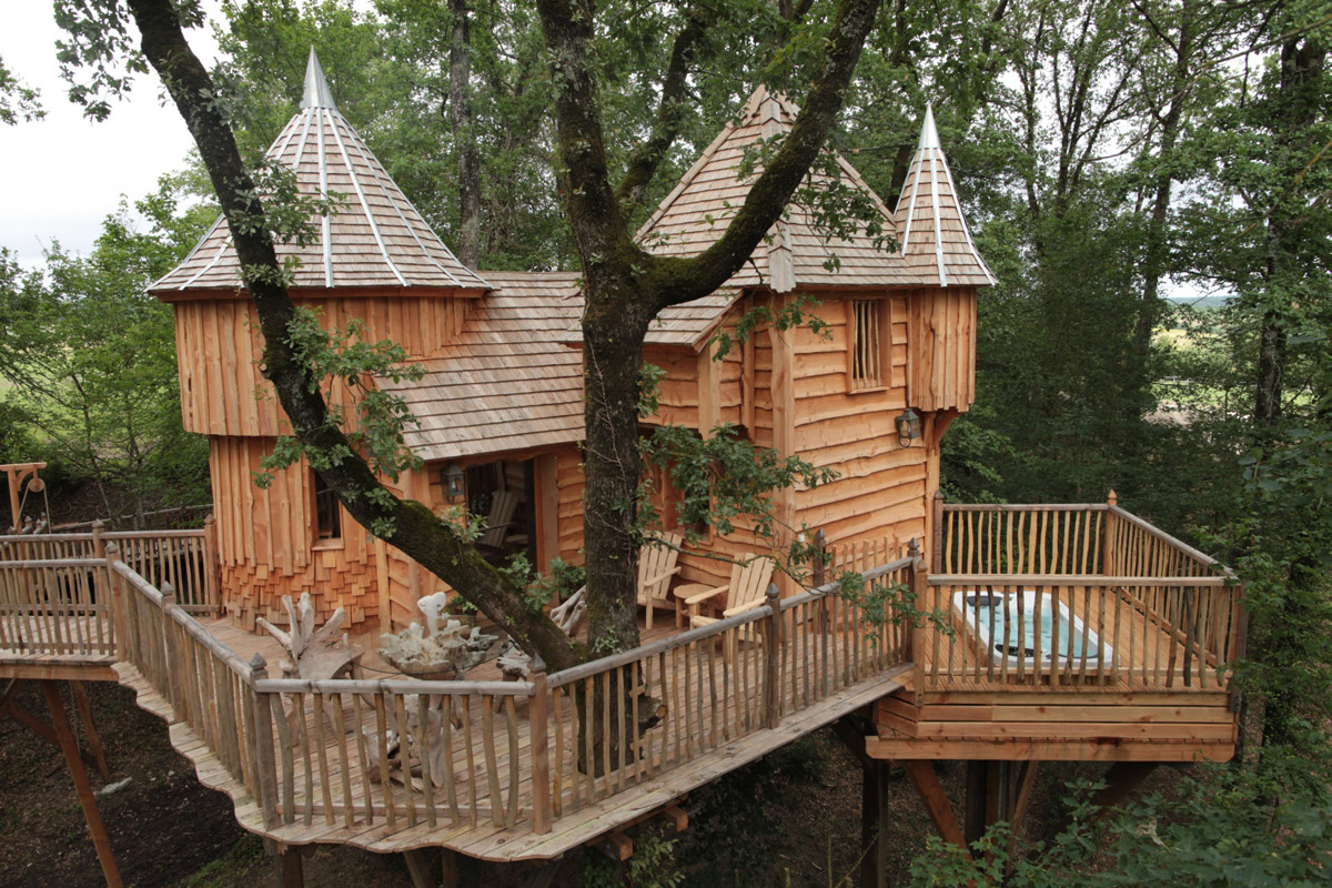 wooden house in forest resort classic (1)