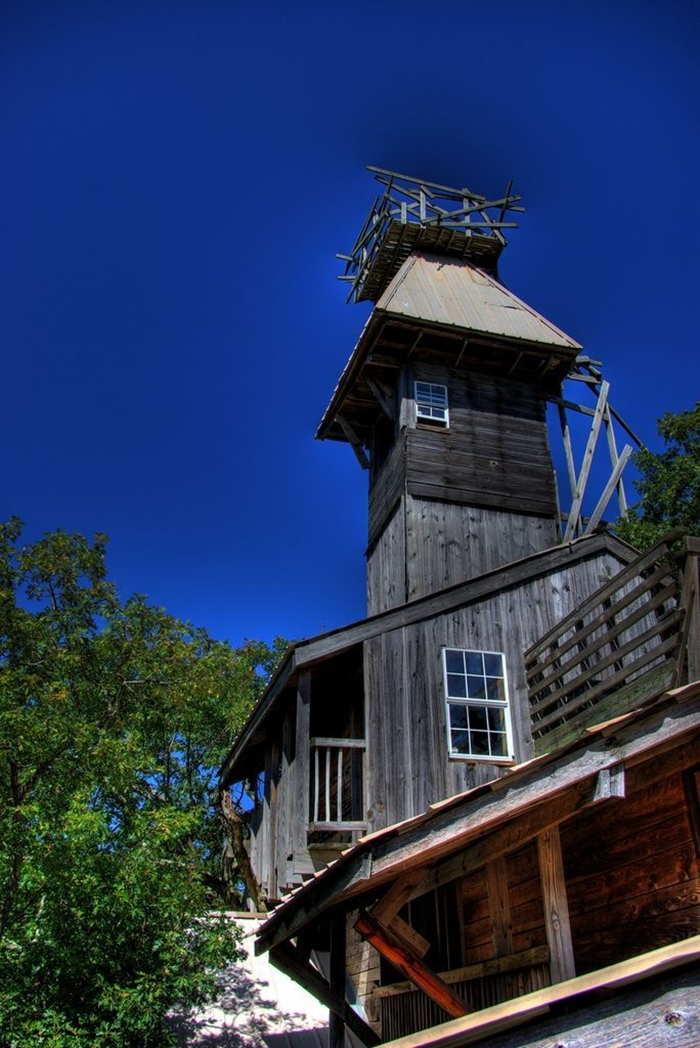 world largest treehouse in tennessee usa (4)