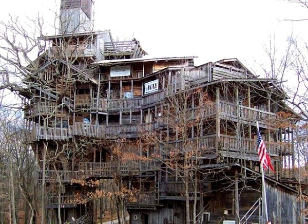 world largest treehouse in tennessee usa (5)