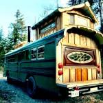 แปลงโฉมรถโรงเรียนเก่าปี 1994 เป็นรถบ้านทรงกระท่อม ตกแต่งด้วยไม้ทั้งหมดอย่างน่ารัก