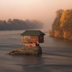 บ้านกระท่อมหลังเล็กๆกลางแม่น้ำ อายุกว่า 45 ปี ที่มีประวัติความเป็นมาน่าสนใจ