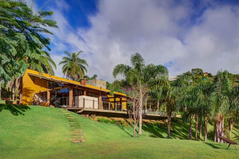 A-Country-Home-in-Brazil-01-800x533