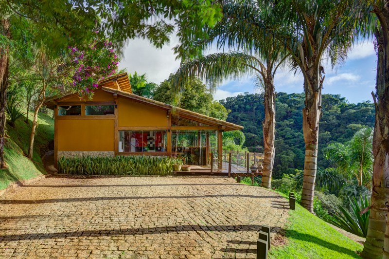 A-Country-Home-in-Brazil-02-800x532