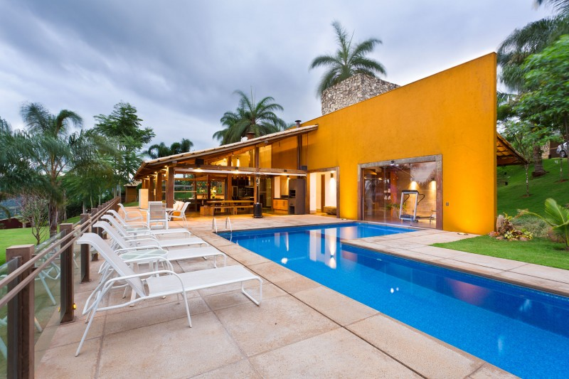 A-Country-Home-in-Brazil-05-800x533
