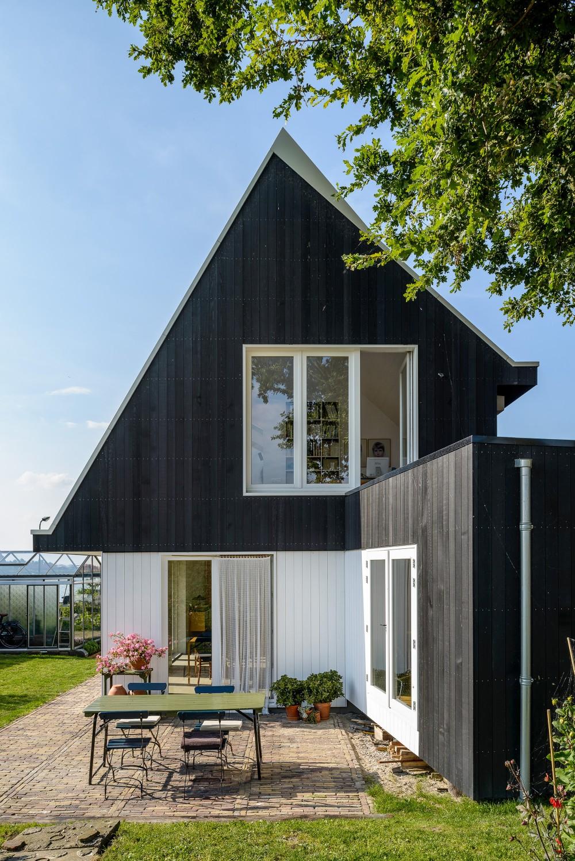 Cute-rustic-house-in-Uitdam