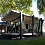 บ้านเรียบสวยแบบโมเดิร์น ออกแบบอย่างเป็นเอกลักษณ์ ในบรรยากาศสวนธรรมชาติ