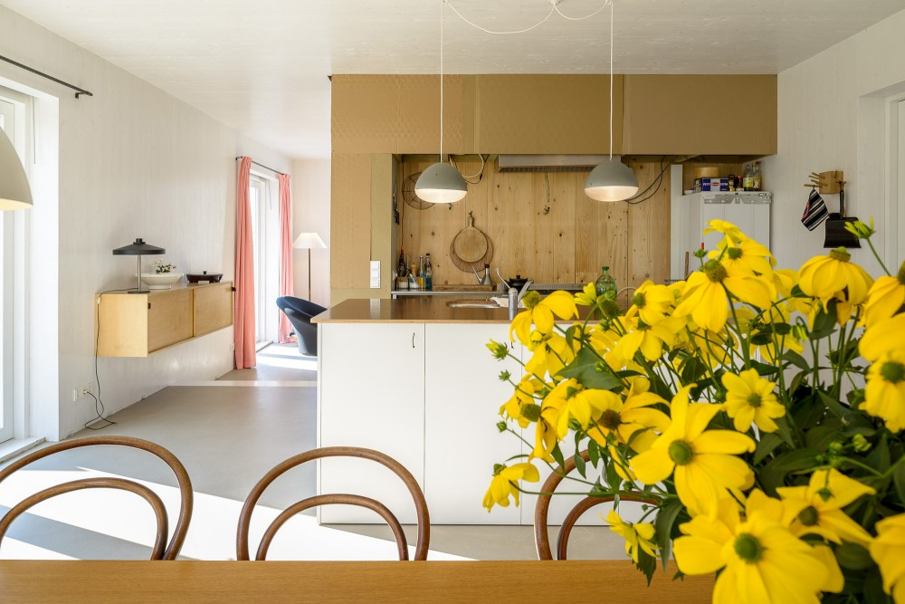 Kitchen-and-flowers