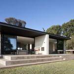 แบบบ้านตากอากาศแนวโมเดิร์น ออกแบบเป็นบ้านชั้นเดียว ให้ดูโปร่งและโล่งสบาย