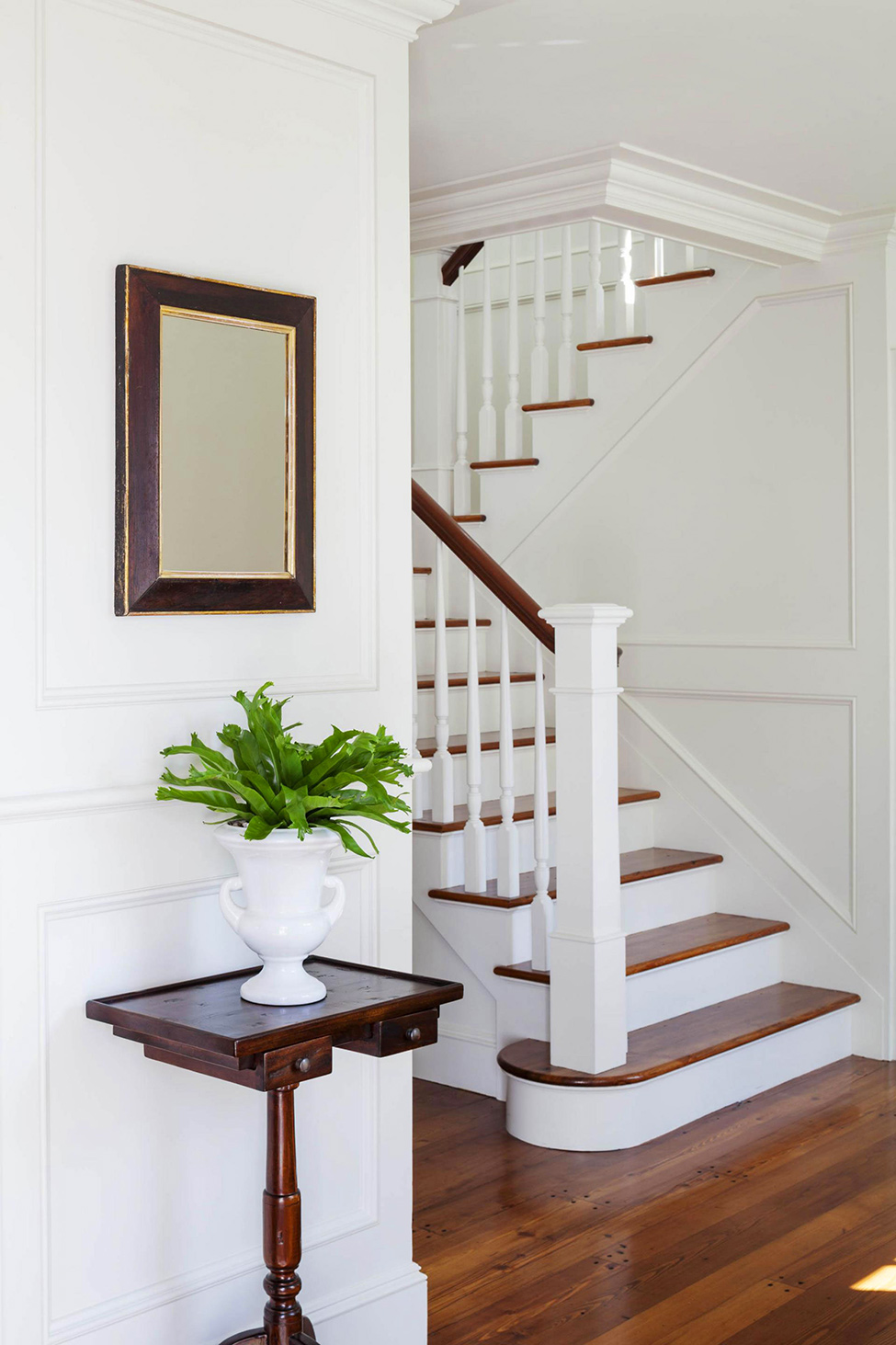 Stairs-with-wooden-features