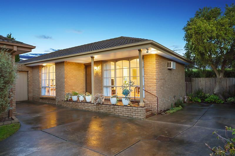 city house with garden in australia (1)
