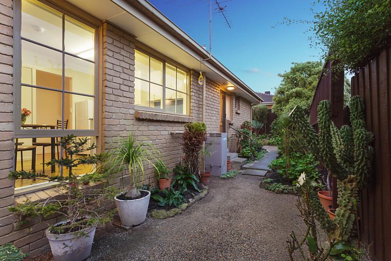 city house with garden in australia (5)