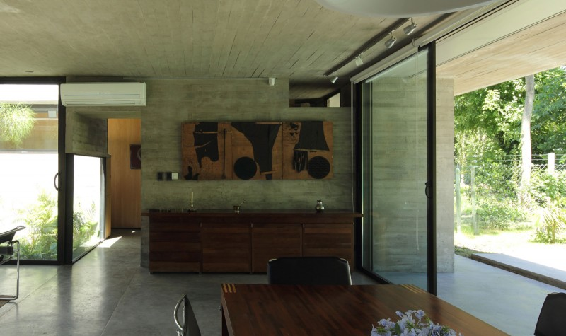 concrete house in argentina with serene living (11)