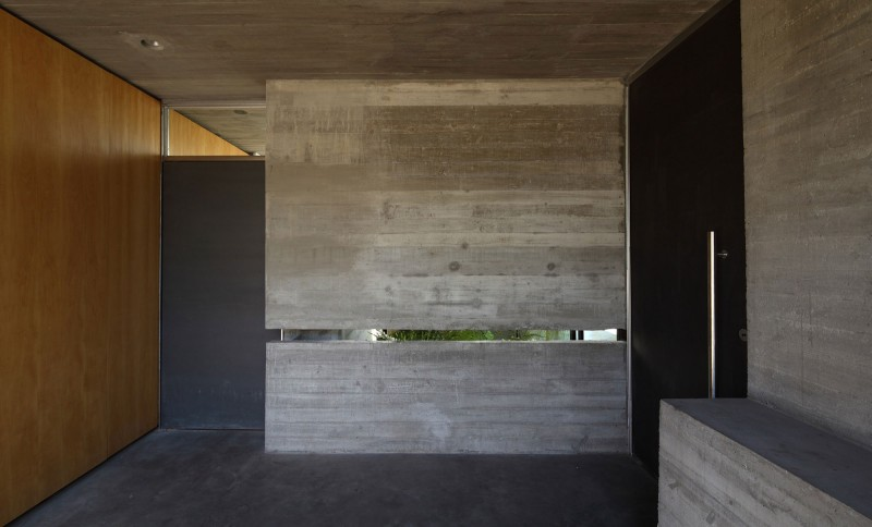 concrete house in argentina with serene living (12)