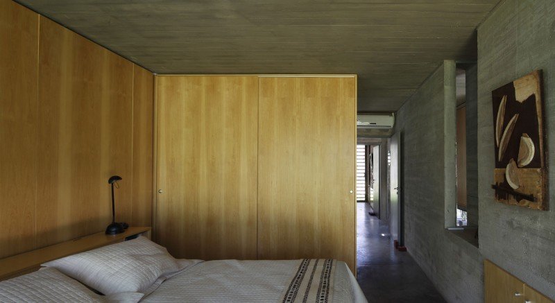 concrete house in argentina with serene living (13)