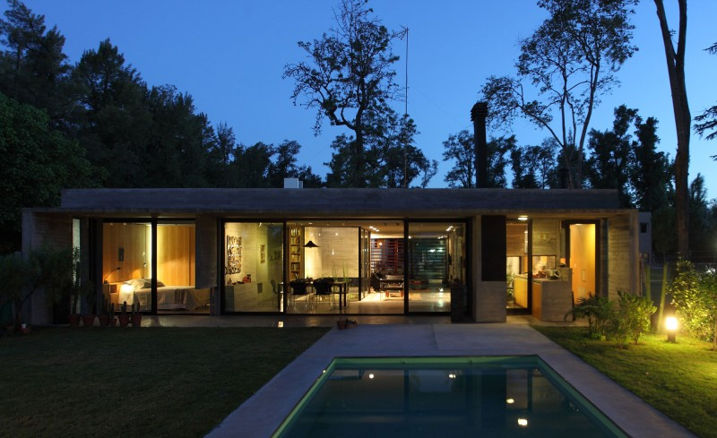 concrete house in argentina with serene living (18)