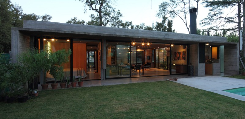 concrete house in argentina with serene living (19)