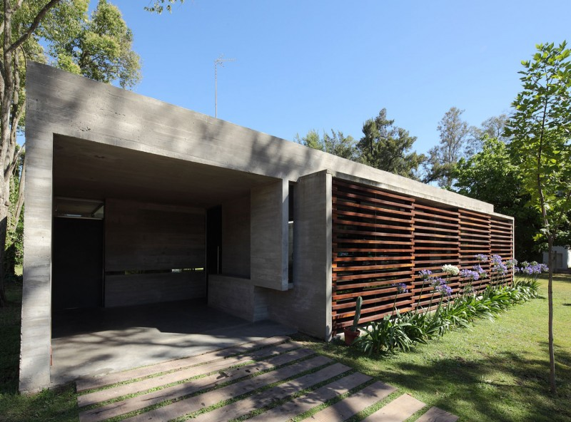 concrete house in argentina with serene living (3)