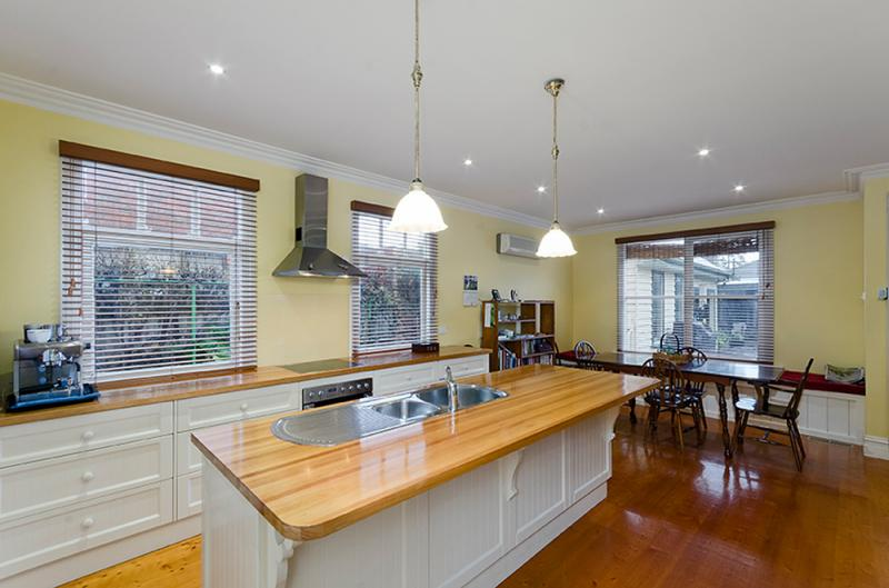 contemporary vintage wood cottage house in australia 4 bedrooms (10)
