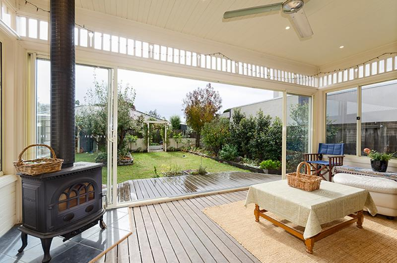 contemporary vintage wood cottage house in australia 4 bedrooms (9)