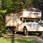 คุณลุงชาวอเมริกัน แปลงโฉมรถเก่าเป็นรถบ้านที่ใช้งานได้ครบครัน ไว้เที่ยววัยเกษียณ