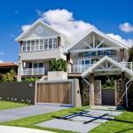 แบบบ้านสไตล์โทรปิคอล ออกแบบตกแต่งสีขาวโปร่งโล่ง ได้บรรยากาศสบายๆชายทะเล