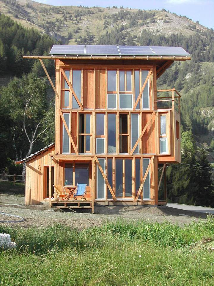 energy saving earth wooden house with solar power (16)
