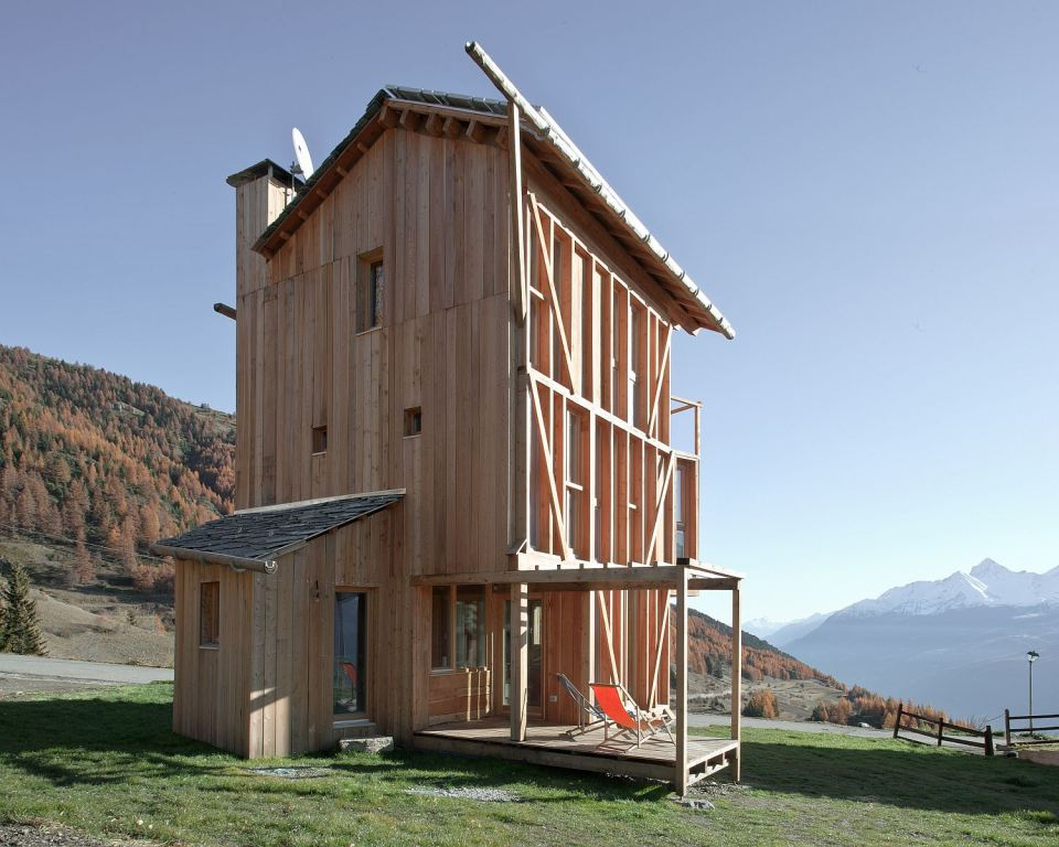energy saving earth wooden house with solar power (17)