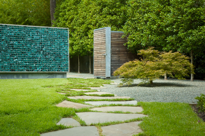 house with green garden and pool (13)