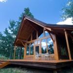 บ้านกระท่อมไม้ขนาดกลาง สำหรับครอบครัวเล็กๆ ได้อยู่ร่วมกันในแบบสบายๆ