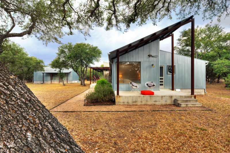 metal sheet house in countryside texas (11)
