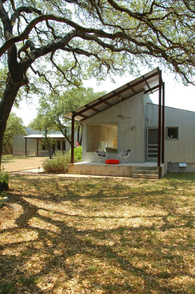 metal sheet house in countryside texas (12)