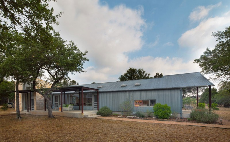 metal sheet house in countryside texas (14)