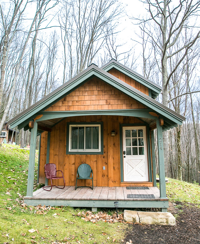 mini-cottage-wooden-cabin-house-(13)
