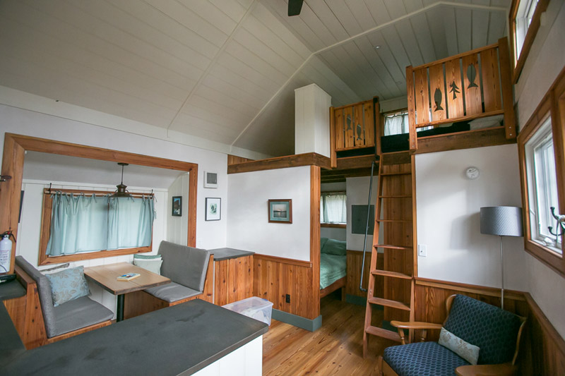 mini-cottage-wooden-cabin-house-(2)