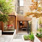 ไอเดียบ้านหลังเล็กๆพร้อมกับสวนสวย แทรกตัวอยู่พื้นที่ว่างระหว่างทาวน์เฮาส์ในเมือง