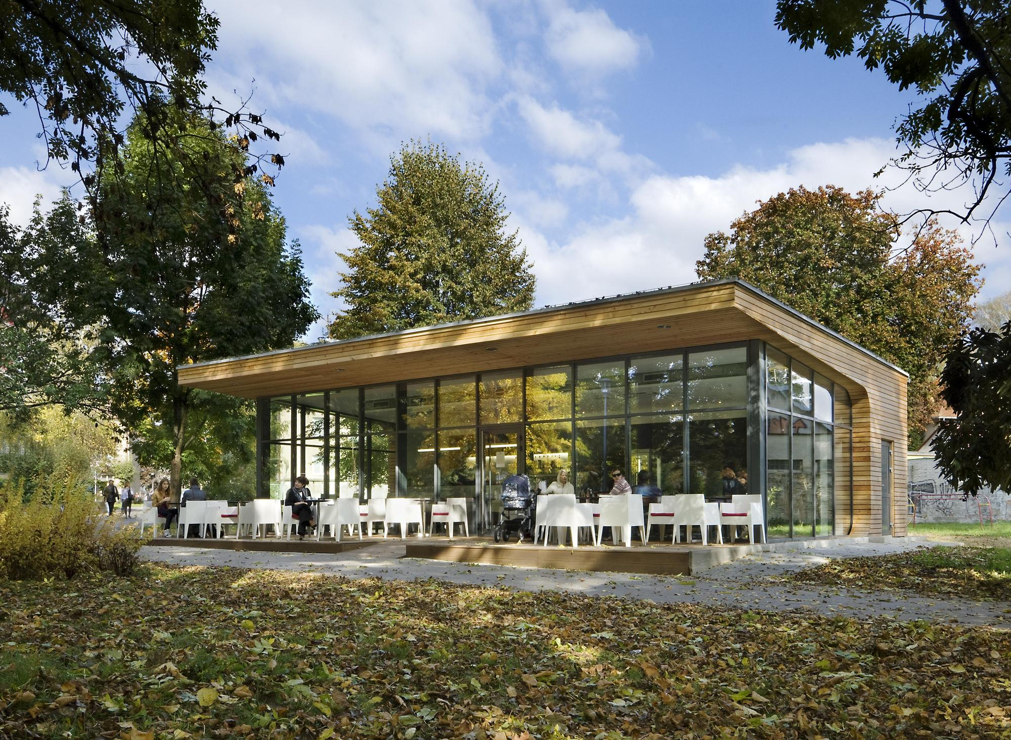 modern coffe shop with nature surrounding in slovakia (5)