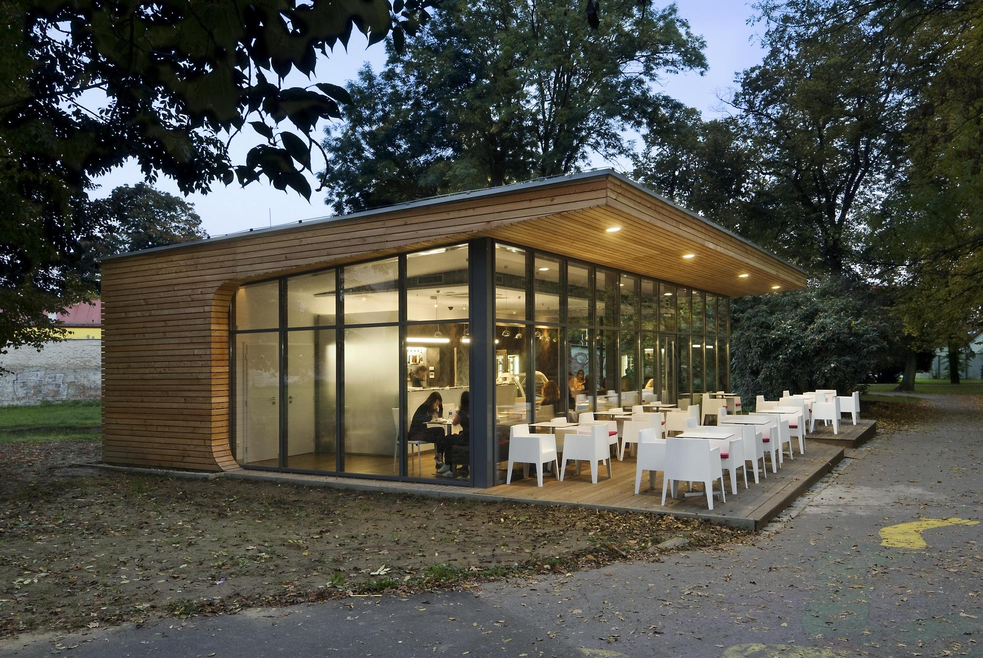modern coffe shop with nature surrounding in slovakia (7)