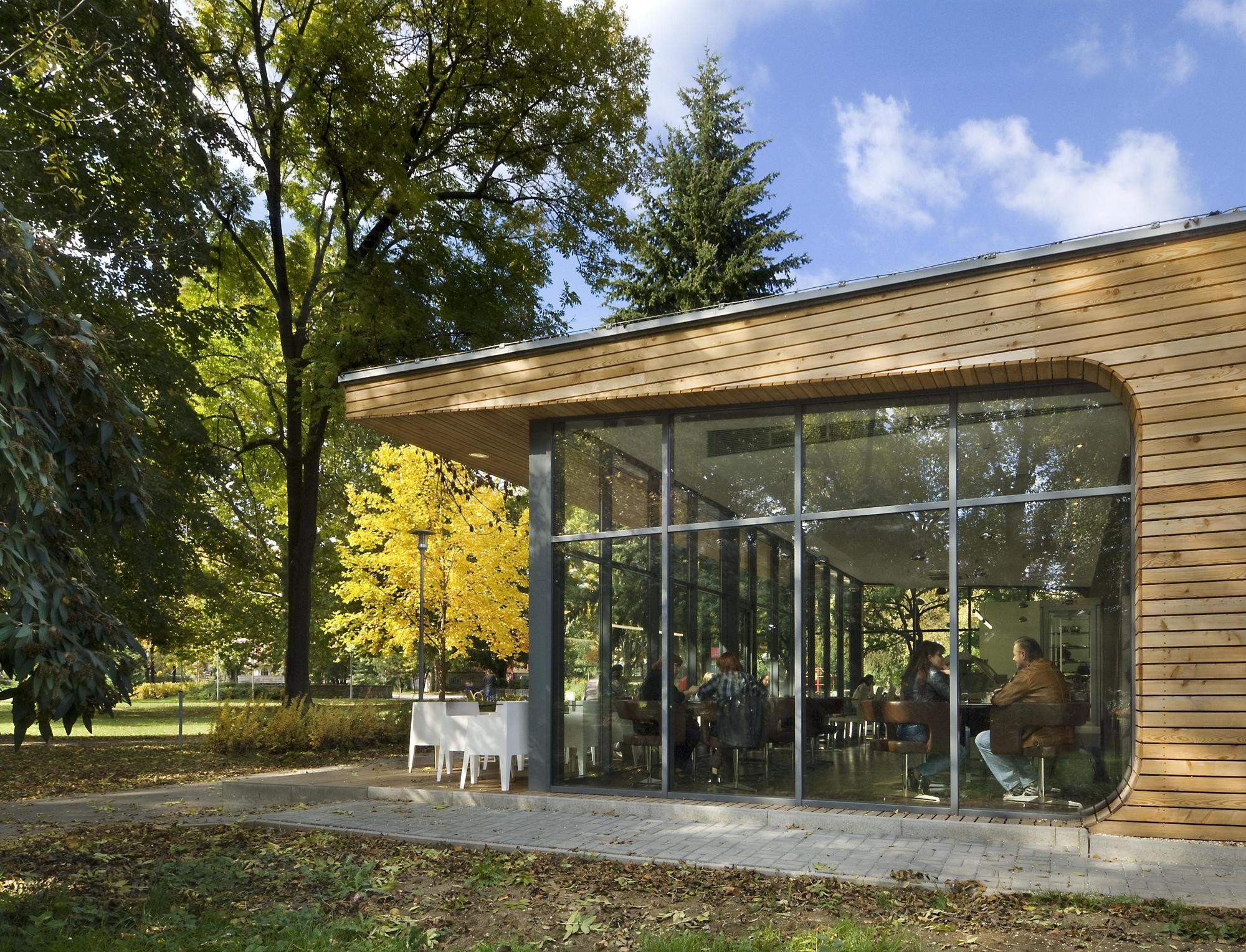 modern coffe shop with nature surrounding in slovakia (8)