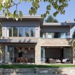 บ้านโมเดิร์นร่วมสมัย ออกแบบทรงสี่เหลี่ยมหลังคาแบน ดูมั่นคงแข็งแรงเพื่อครอบครัว