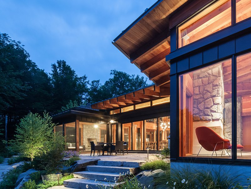 modern contemporary house with glass wall near lake in canada (2)