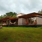 บ้านแบบโมเดิร์น ที่ออกแบบได้อย่างโดดเด่น กลางบรรยากาศธรรมชาติโดยรอบ